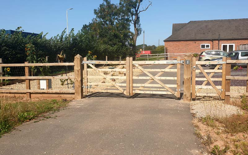 Fence and gate installed in Leicestershire village